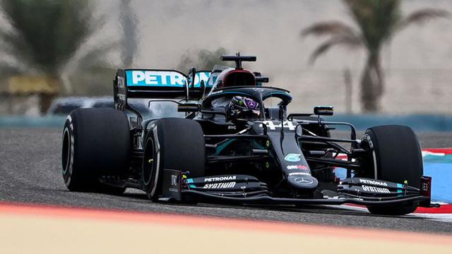 Đua phân hạng GP Bahrain: Lewis Hamilton tiếp tục thể hiện sự thống trị tại F1 - Ảnh 1.