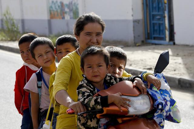Trung Quốc tiến hành cuộc điều tra dân số lớn nhất thế giới - Ảnh 2.
