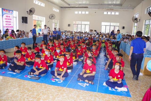 Thực hiện công tác dân vận gắn kết tình đoàn kết giữa nhân dân và lực lượng Cảnh sát biển - Ảnh 1.