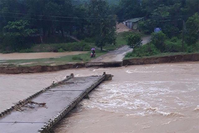 Mưa lớn gây lũ lụt, học sinh Khánh Hòa, Ninh Thuận phải nghỉ học - Ảnh 2.