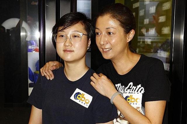Cựu Hoa hậu châu Á phủ nhận sinh con cho Thành Long vì tiền - Ảnh 1.