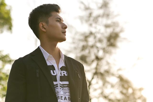 """""""Bạn trai tin đồn"""" hộ tống Lệ Quyên biểu diễn tại Hà Nội - ảnh 3"""
