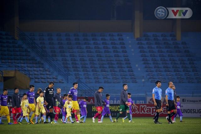 ẢNH: Quang Hải tỏa sáng, CLB Hà Nội loại CLB Sài Gòn khỏi cuộc đua vô địch - Ảnh 1.