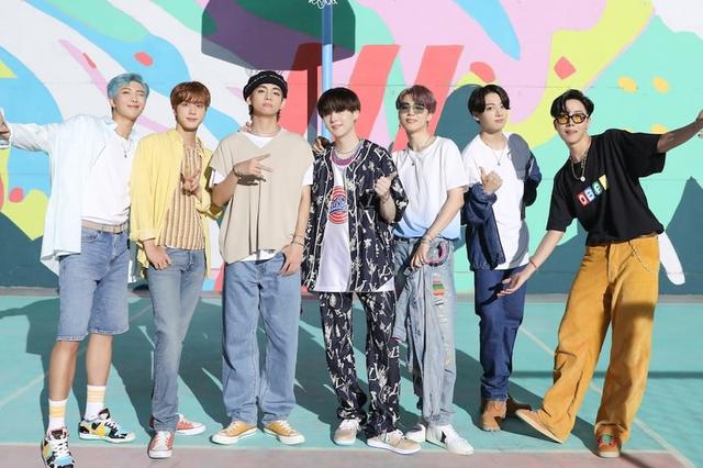 BTS lần đầu tuột dốc, Dynamite đứng ngoài top 10 BXH Billboard 100 - Ảnh 1.