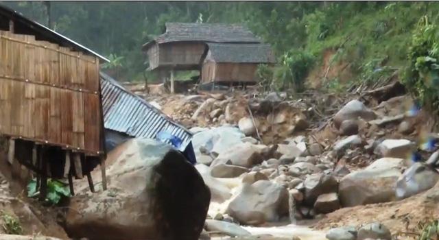 Sạt lở xóa sổ 1 làng ở Quảng Ngãi - Ảnh 1.