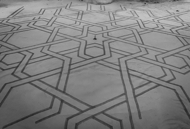 Choáng ngợp trước tác phẩm nghệ thuật khổng lồ 35000m2 trên cát - Ảnh 2.