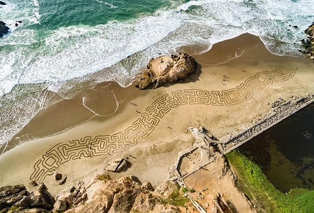 Choáng ngợp trước tác phẩm nghệ thuật khổng lồ 35000m2 trên cát - Ảnh 3.