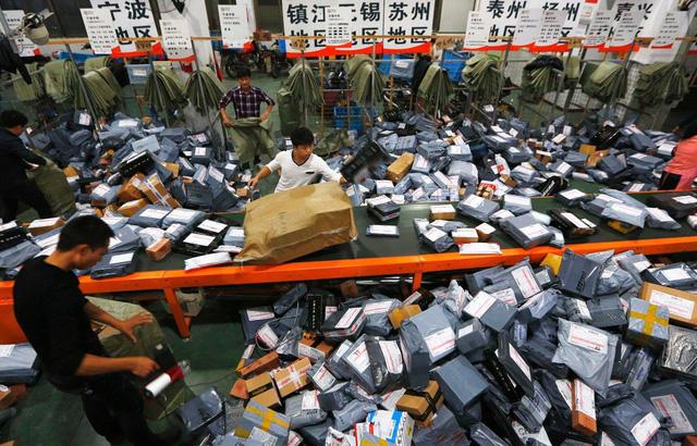 Lễ hội siêu mua sắm 11/11 ở Trung Quốc chứng kiến kỷ lục mới - Ảnh 1.