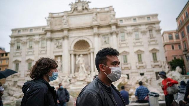 Châu Âu có thể tránh được phong tỏa nếu 95% người dân đeo khẩu trang - Ảnh 1.