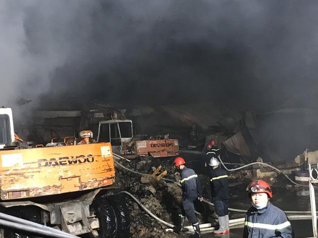 Cháy lớn tại công ty bao bì khiến cả khu phố mất điện - Ảnh 1.