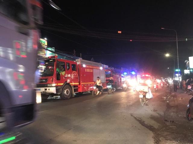 Cháy lớn tại công ty bao bì khiến cả khu phố mất điện - Ảnh 4.