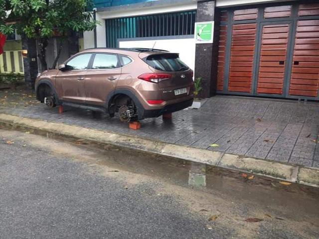 Mật phục trong đêm bắt đối tượng kê gạch, trộm bánh xe ô tô bán ra Hà Nội - Ảnh 2.