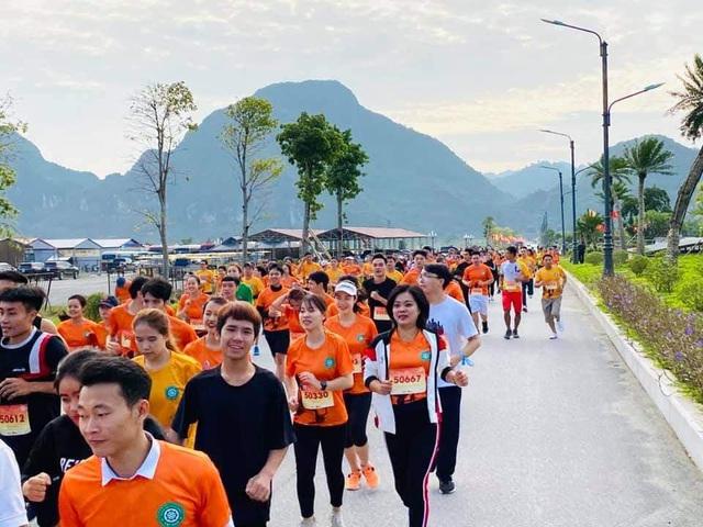 Gần 1500 người tham gia giải Ánh Dương Soi Chiếu Half Marathon 2020 - Ảnh 2.