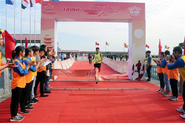 Gần 1500 người tham gia giải Ánh Dương Soi Chiếu Half Marathon 2020 - Ảnh 4.