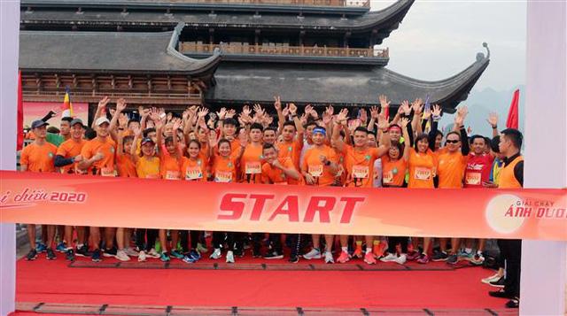 Gần 1500 người tham gia giải Ánh Dương Soi Chiếu Half Marathon 2020 - Ảnh 1.