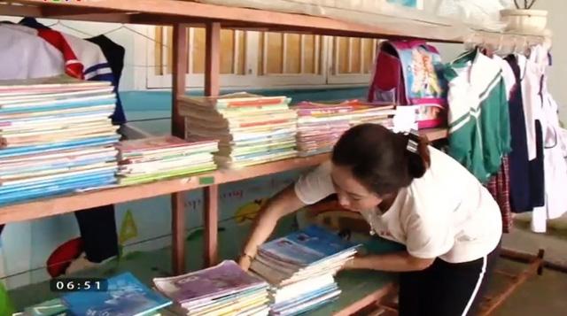 Tủ đồ yêu thương dành cho học sinh nghèo - Ảnh 1.