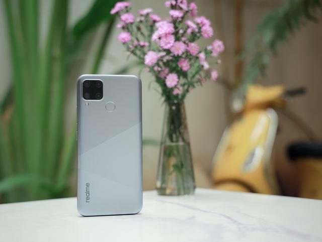 Trên tay Realme C15: Màn hình 6,5 inch, 4 camera sau, pin 6.000 mAh - Ảnh 3.