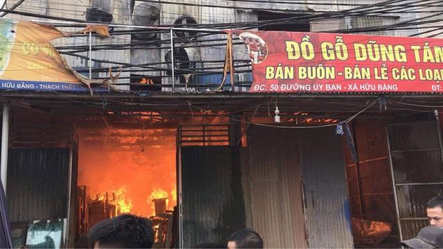 Cháy xưởng gỗ rộng 700 m2 ở huyện Thạch Thất - Ảnh 1.