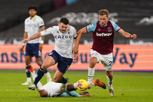 West Ham 2-1 Aston Villa: Đội bóng của David Moyes vươn lên vị trí thứ 5 Ngoại hạng Anh - Ảnh 1.