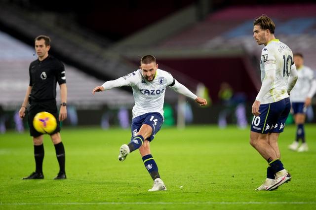West Ham 2-1 Aston Villa: Đội bóng của David Moyes vươn lên vị trí thứ 5 Ngoại hạng Anh - Ảnh 2.