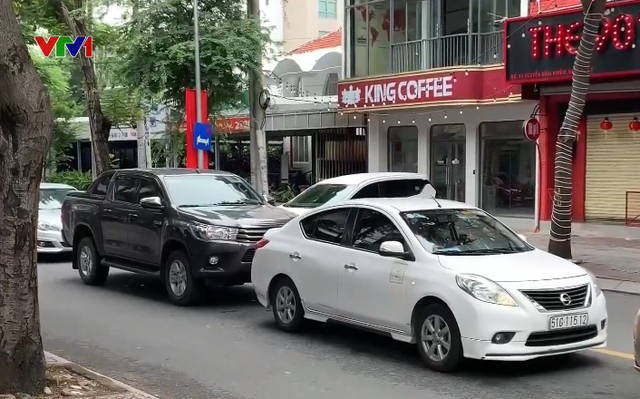 Sự bùng nổ taxi tại đô thị kéo theo nhiều hệ lụy - Ảnh 1.