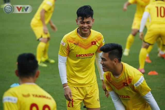 ẢNH: ĐT Việt Nam cười thả ga trong buổi tập thứ 5 - Ảnh 12.