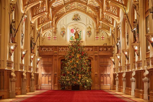 Chiêm ngưỡng Giáng sinh hoa lệ tại lâu đài Windsor, hoàng gia Anh - ảnh 1
