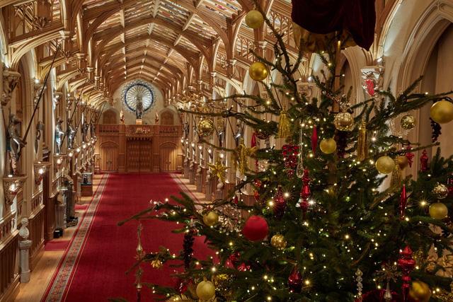 Chiêm ngưỡng Giáng sinh hoa lệ tại lâu đài Windsor, hoàng gia Anh - ảnh 3