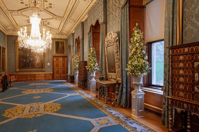 Chiêm ngưỡng Giáng sinh hoa lệ tại lâu đài Windsor, hoàng gia Anh - ảnh 4