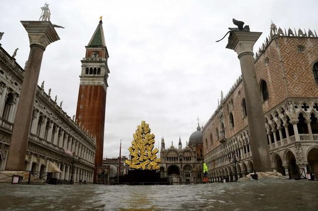 Thành phố nổi tiếng Venice (Italy) chìm trong biển nước - ảnh 4