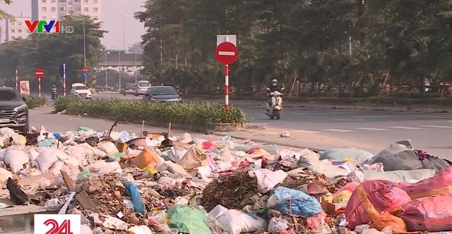 Rác thải tràn lan trên đại lộ nghìn tỷ đồng ở Hà Nội - Ảnh 2.