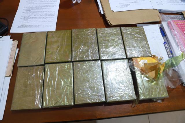 Công an Đắk Nông triệt phá vụ ma túy lớn nhất trên địa bàn, thu giữ 10 bánh heroin - Ảnh 1.