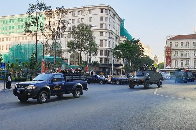 Công an Thành phố Hồ Chí Minh tổ chức ra quân trấn áp tội phạm dịp cận Tết - Ảnh 2.
