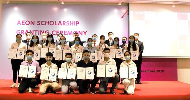 Trao học bổng 40 sinh viên khó khăn, học tập tốt ở TP Hồ Chí Minh - Ảnh 1.