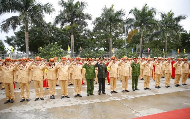 [Ảnh] CSGT ra quân bảo đảm trật tự, an toàn giao thông phục vụ bảo vệ Đại hội XIII của Đảng - Ảnh 2.