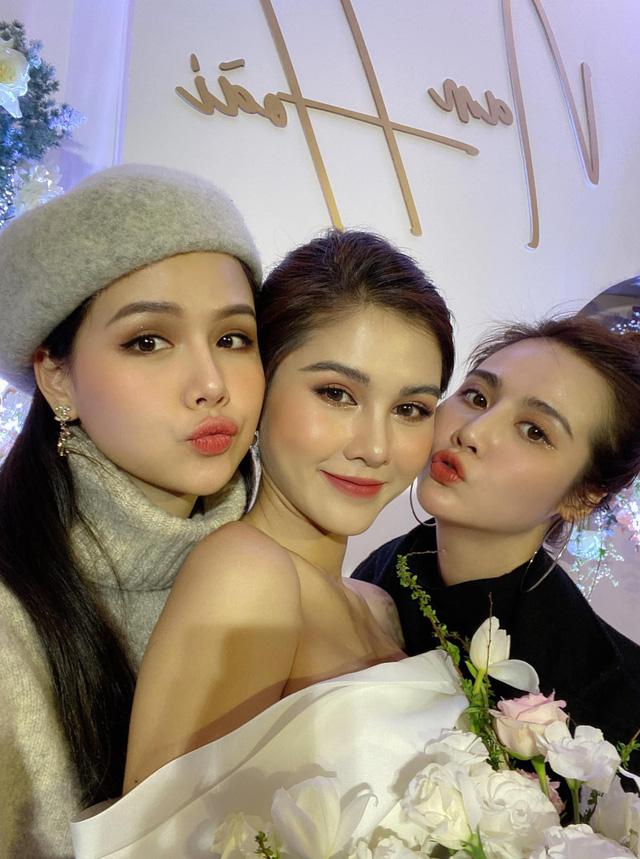 Phanh Lee, Huyền Lizzie nô nức dự đám cưới Thu Hoài trong giá rét - Ảnh 5.
