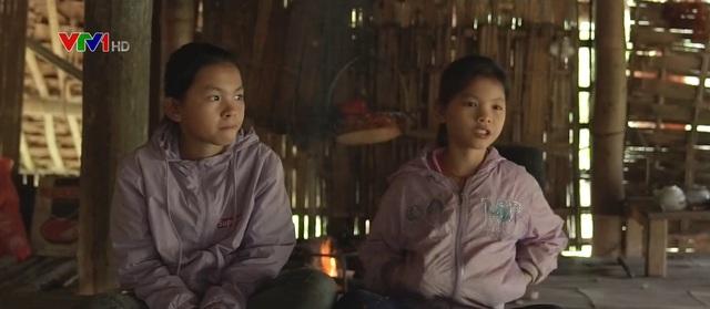 Căn nhà sàn lạnh lẽo của 2 chị em mồ côi - Ảnh 1.