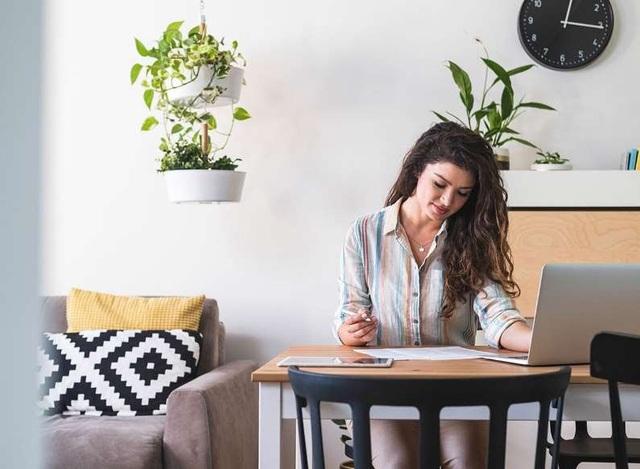 7 thói quen làm việc tại nhà bào mòn sức khỏe của bạn - ảnh 2