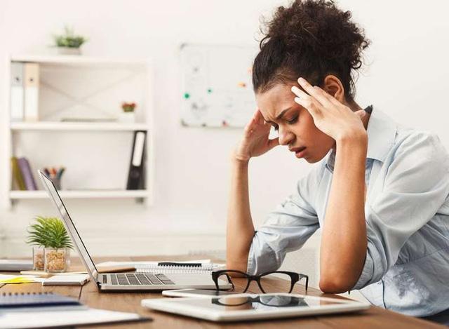 7 thói quen làm việc tại nhà bào mòn sức khỏe của bạn - ảnh 7
