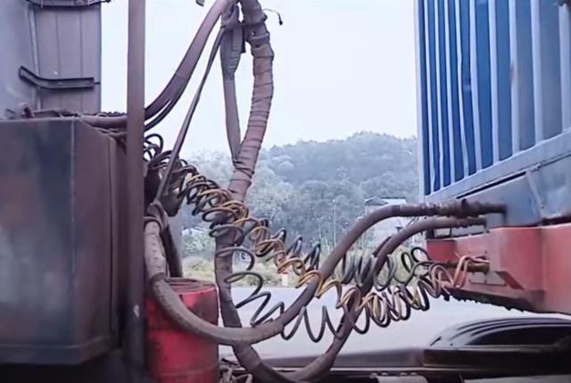 Tinh vi thủ đoạn độ chế container để chở cát lậu - Ảnh 2.