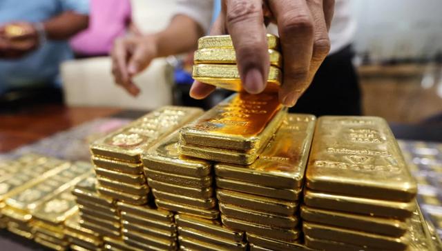 Đảo chiều ngoạn mục, giá vàng tăng hơn nửa triệu đồng sau một đêm - Ảnh 1.