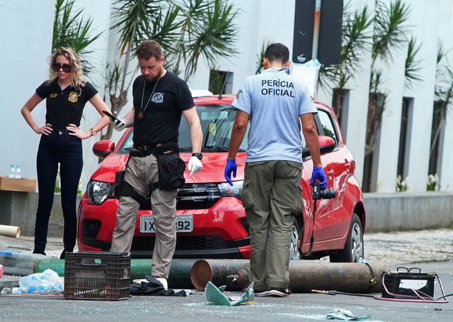 Hàng chục đối tượng cho nổ két sắt, cướp tiền ngân hàng ở Brazil - Ảnh 1.