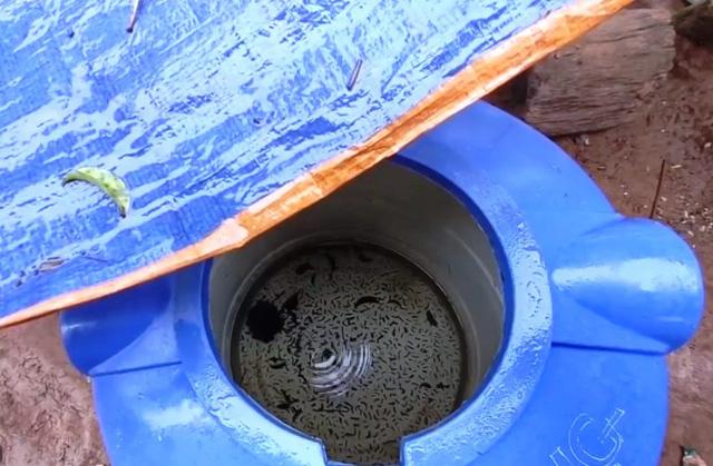 Thiếu nước sạch trầm trọng sau mưa lũ ở miền Trung - Ảnh 3.