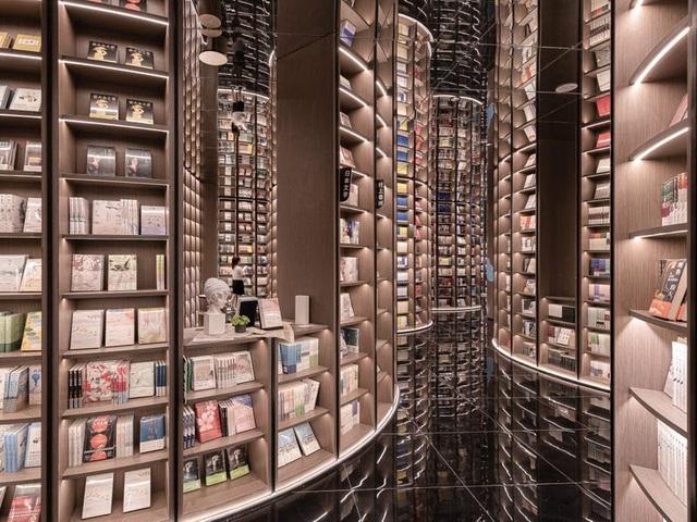 Ngỡ ngàng, tiệm sách như bước ra từ thế giới phù thủy Harry Potter - ảnh 6