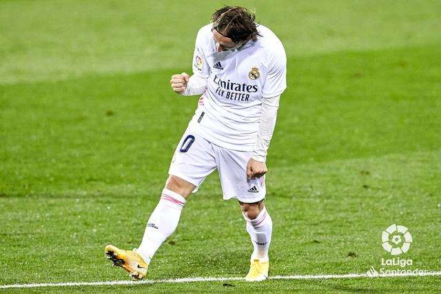 Eibar 1-3 Real Madrid: Kền kền trắng áp sát ngôi đầu với kình địch Atletico - Ảnh 2.