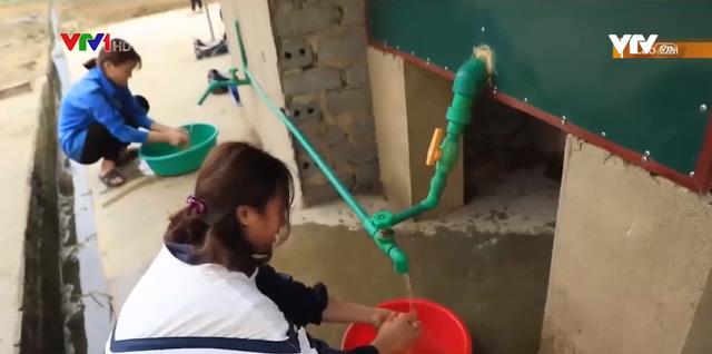 Sáng kiến tạo nước nóng cho học sinh bán trú vùng cao mùa rét - Ảnh 1.