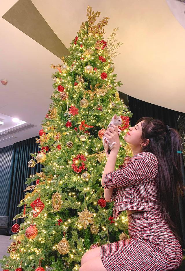 Ngắm sao Việt diện đầm đỏ cực chất dịp Giáng sinh - Ảnh 6.