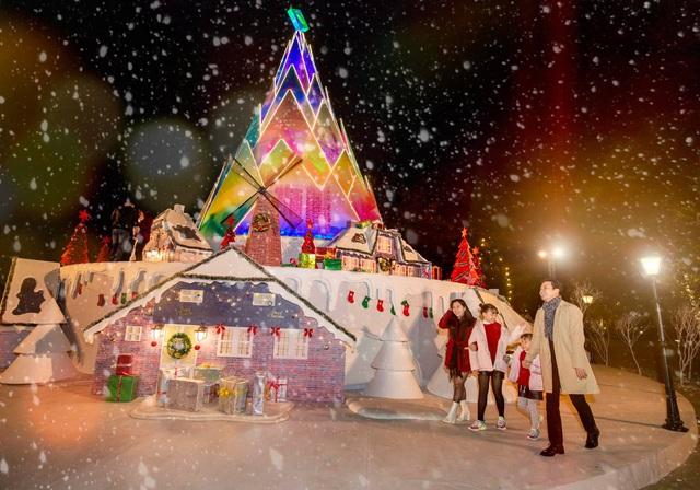 Lã Thanh Huyền mời bạn đến biệt thự, gia đình Hồng Đăng chụp với cây thông khổng lồ dịp Giáng sinh - Ảnh 5.