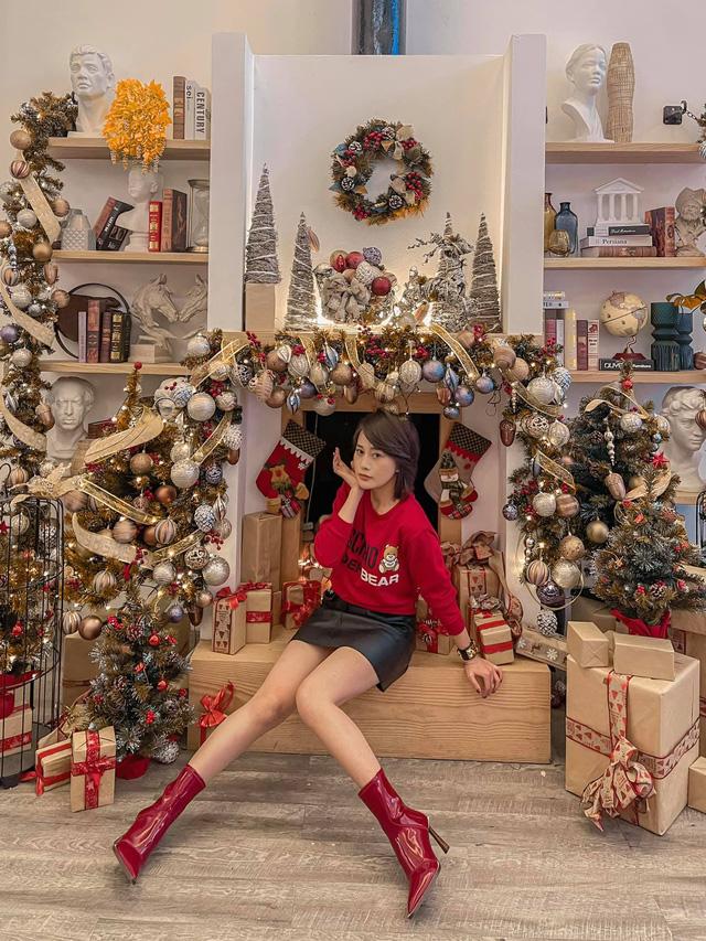Lã Thanh Huyền mời bạn đến biệt thự, gia đình Hồng Đăng chụp với cây thông khổng lồ dịp Giáng sinh - Ảnh 27.