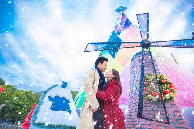 Lã Thanh Huyền mời bạn đến biệt thự, gia đình Hồng Đăng chụp với cây thông khổng lồ dịp Giáng sinh - Ảnh 2.